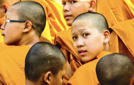 Mladí thajčani chodí místo na vojnu do kláštera
