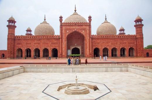 Lahore nabízí kromě neskutečné atmosféry i mnoho architektonických skvostů, které jsou absolutně bez turistů
