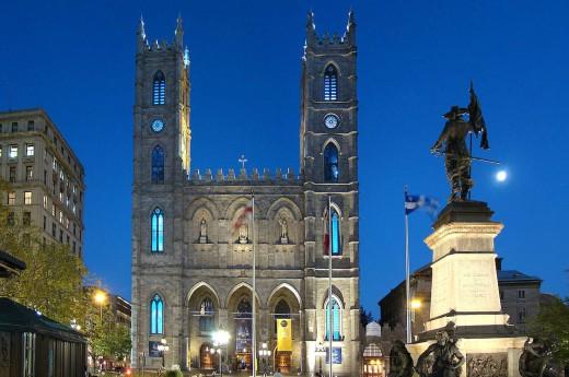 Montreal - Historcká část Place d´Armes a bazilika Notre Dame