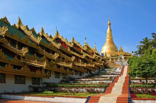 V hlavním městě se vydáte ke Švedagonské pagodě