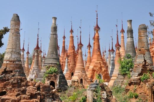 Uvidíte jak budhistická architektura splynula s krajinou
