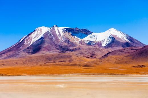 Zasněžené sopky Bolívie