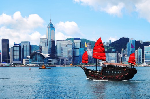 Tradiční hongkongské loďky dodávají městu úžasný kontrast