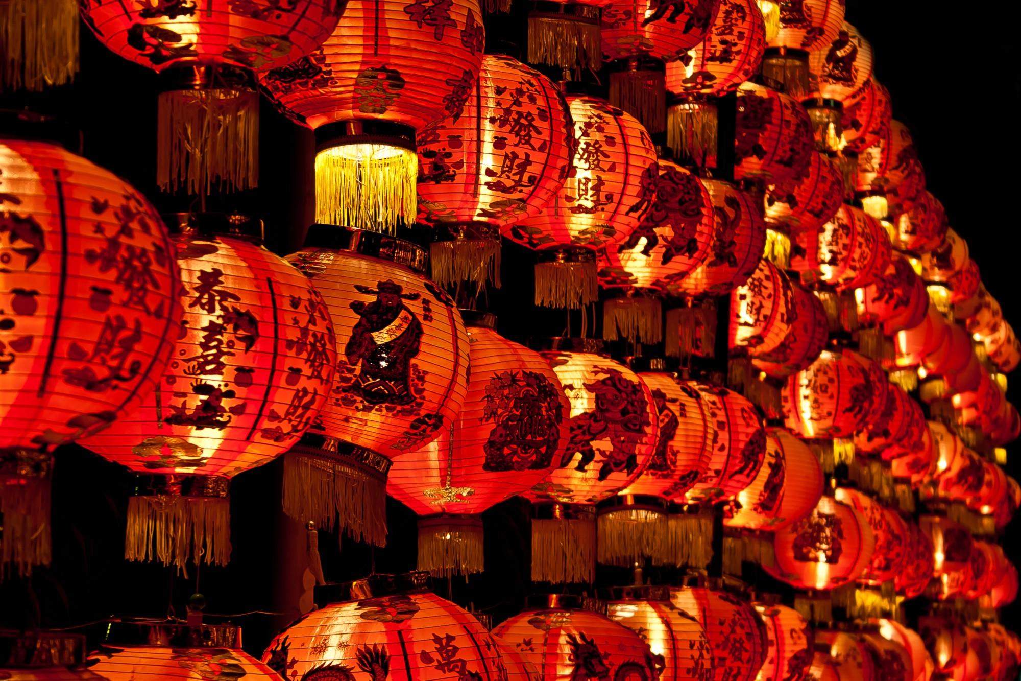 Tyto lampiony jsou typické pro Čínu