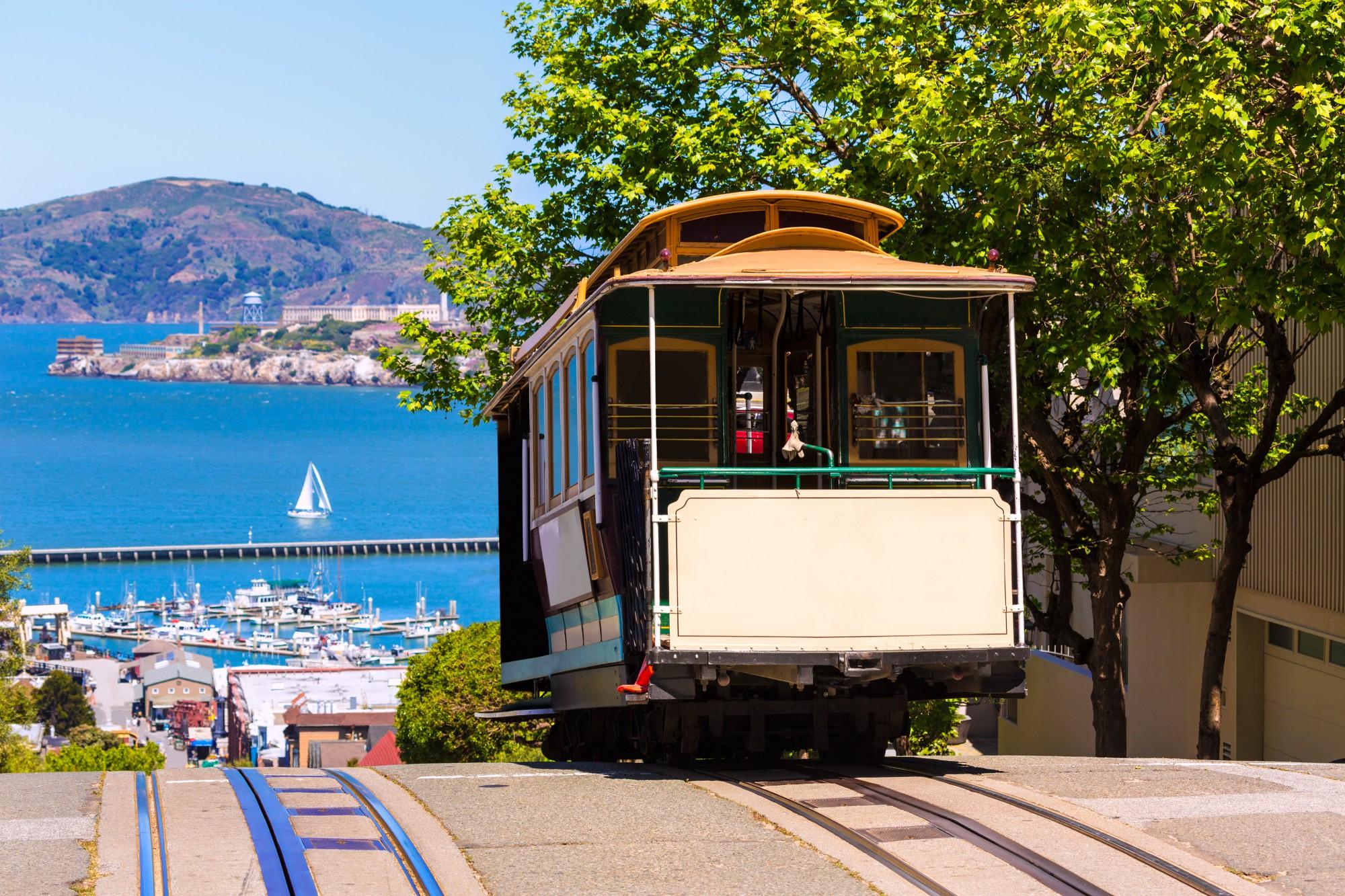 Projedete se typickou tramvajkou po San Franciscu
