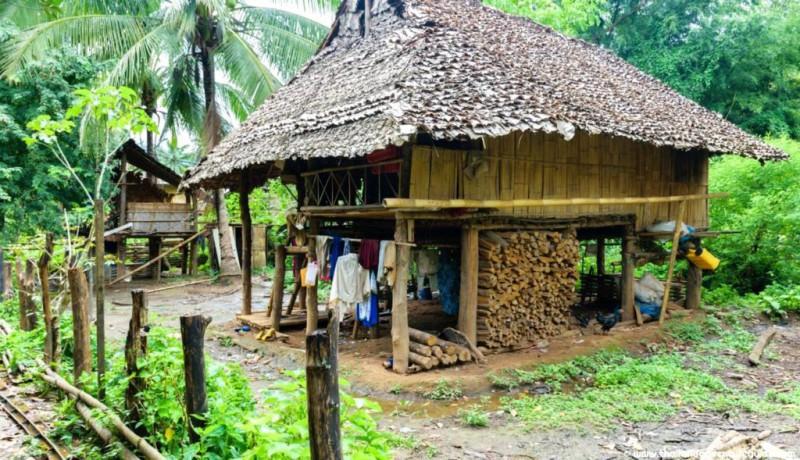 Karenské vesnice během treku