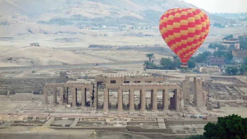 Horkovzdušným balónem nad starodávným Luxorem