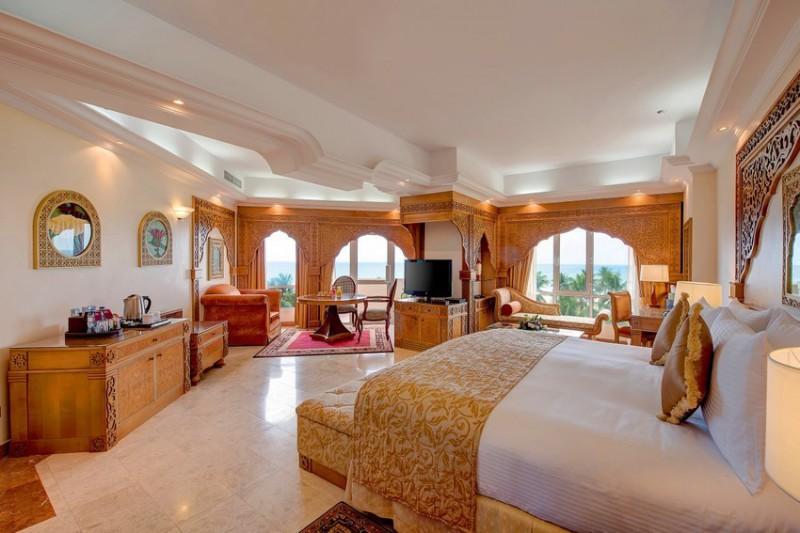 Crowne Plaza junior suite, 7 nocí / osoba sdílející dvoulůžkový pokoj