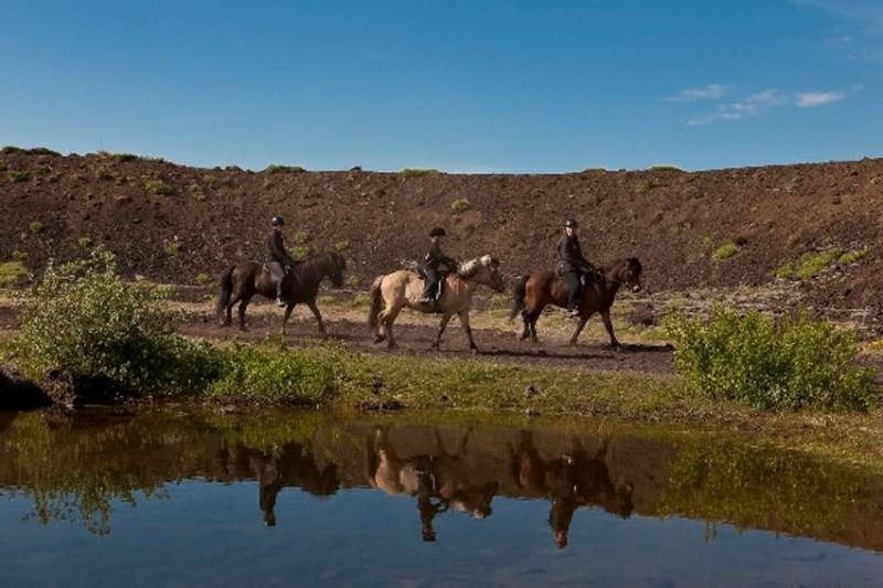Jízda na islandských koních vulkanickou krajinou