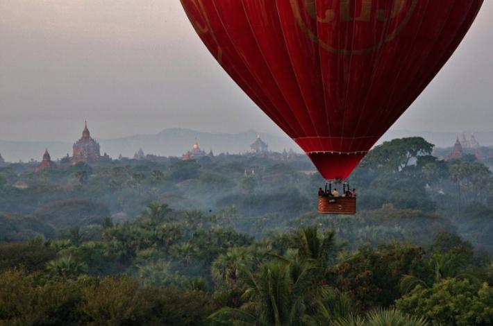 Let balónem Bagan