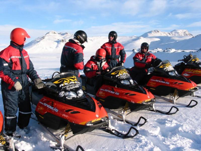 Fakultativní návštěva ledovce a jízda na skútrech