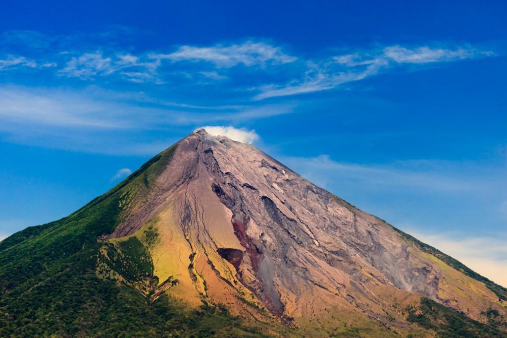 Věčně modré nebe a sopka v pozadí, to je Kostarika
