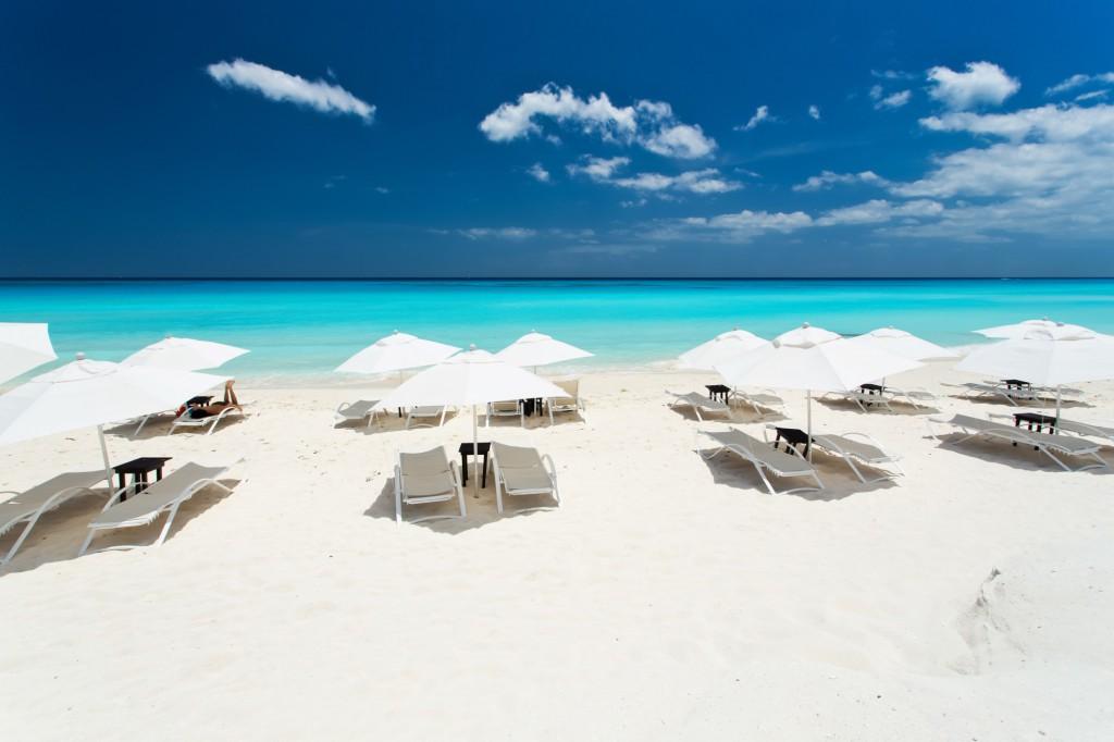 Azurový Karibik s překrásnými bílými plážemi představuje ideální exotickou dovolenou