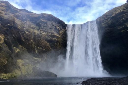 Dalším nádherným vodopádem je vodopád Skogafoss