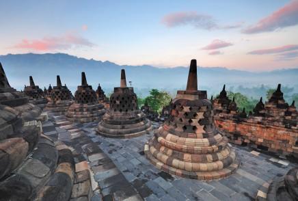 buddhistický Borobodur, ostrov Jáva v Indonésii