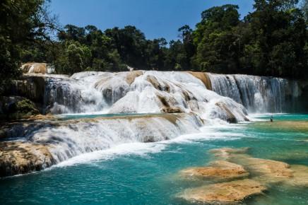 Ukážeme Vám nádherné vodopády Aqua Azul v okolí Palenque
