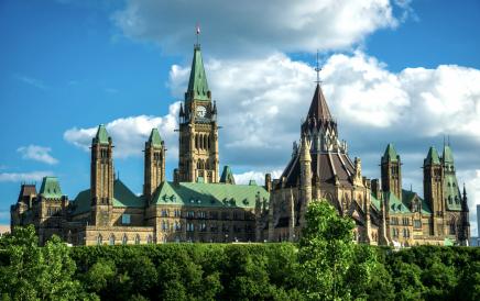 V Ottawě si prohlédnete Kanadský parlament s Peace Tower